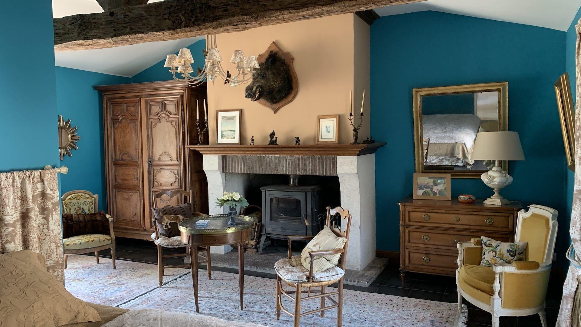 Les Béchis turquoise room